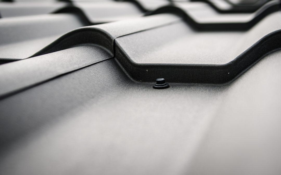 Daklekkage? Een loodgieter of een dakdekker nodig?